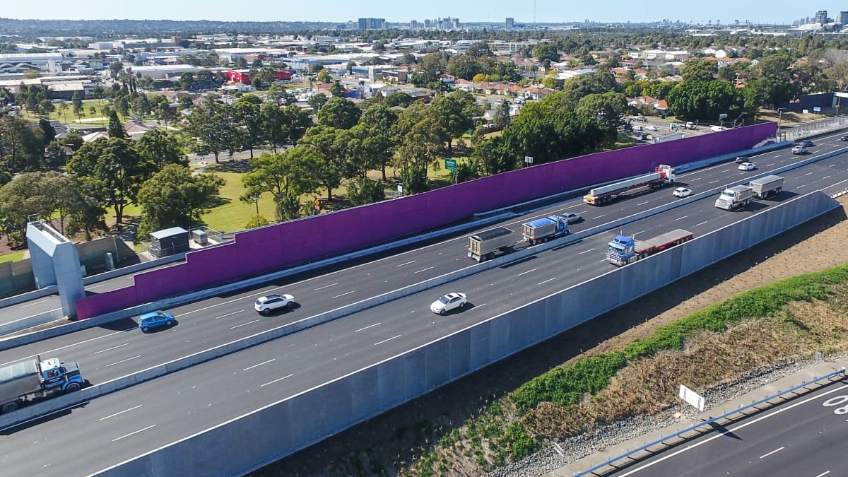 Colours and patterns on Hebel noise walls provide a sense of place for motorists