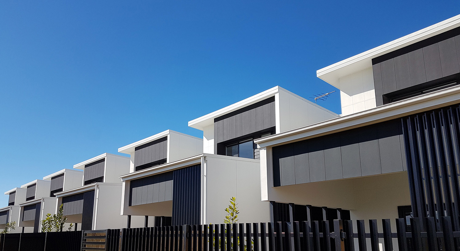 Hebel Hoist makes the work easy at 'Lure by Mosaic' development